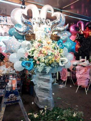 歌舞伎町のお花やさん1.JPG